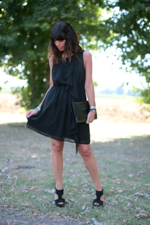 black H&amp;M dress - black vintage bag - black silk sandals