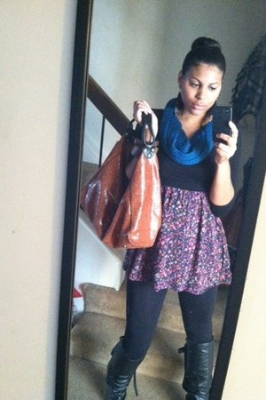 magenta dress - blue cotton blend scarf - tawny leather Lola Benard bag