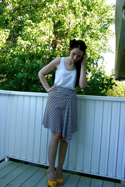 black - white Old Navy top - aly b skirt - gold Delicious shoes
