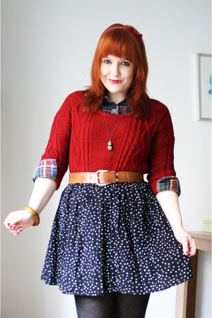ruby red sammydress sweater - black Vero Moda skirt - gold mint necklace