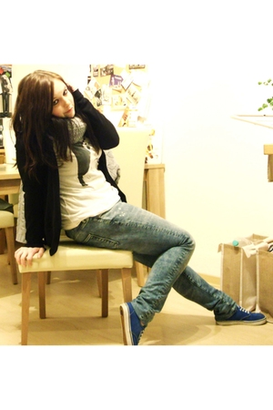 white volcom shirt - gray scarf - blue EMERICA shoes