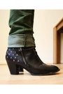 Black-studded-new-yorker-boots-army-green-h-m-jeans-red-kleiderkreisel-hat