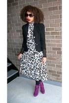 magenta Liliana boots - black random blazer - off white Secondhand dress