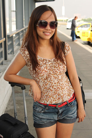 floral print Purplerain blouse - thrifted shorts - pink Forever 21 sunglasses