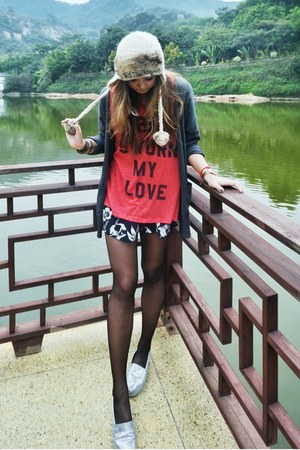 brown Topshop hat - navy Maurie &amp; Eve shorts - salmon wild fox t-shirt
