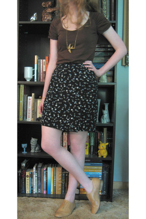 navy thrifted floral skirt - gold necklace - dark brown Limited t-shirt