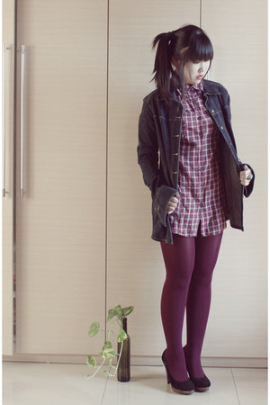 navy denim jacket - maroon Zara shirt - black pumps