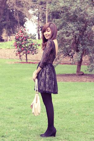 black lace Caroline Morgan dress - neutral eyelet-detailed Forever New bag