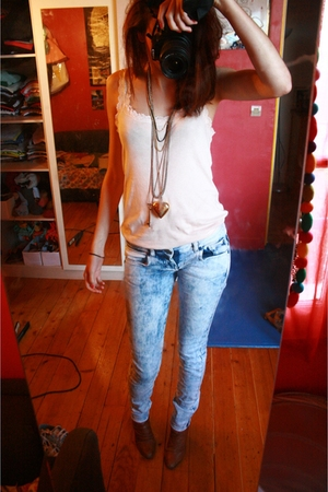 Gap top - Pull and Bear jeans - San Marina shoes