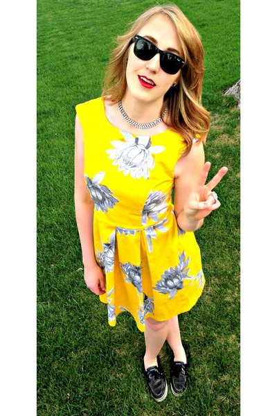 floral vintage dress - sequins Sperries shoes - black Ray Bans sunglasses