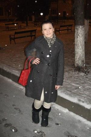 army green cotton Zara scarf - black leatherfur Ugg boots - dark gray guara coat