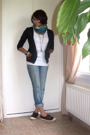 H&M sweater - H&M t-shirt - Lee jeans - Bensimon shoes