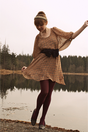 beige modcloth dress - blue secondhand shoes - purple fred flare tights