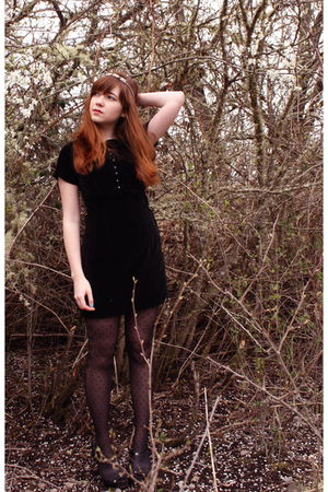 black vintage dress - black dotted tights - black heeled clogs shoes
