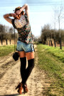 Pieces-bag-naf-naf-shorts-pull-bear-top-pimkie-clogs
