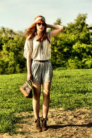 Zara boots - Mango shirt - Zara bag - H&M shorts