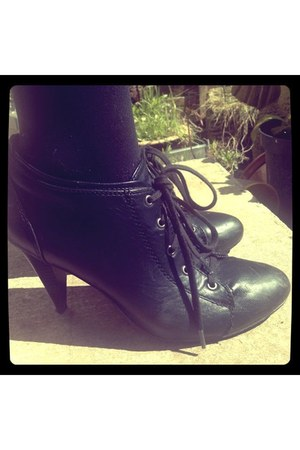 black Accessorize shoes