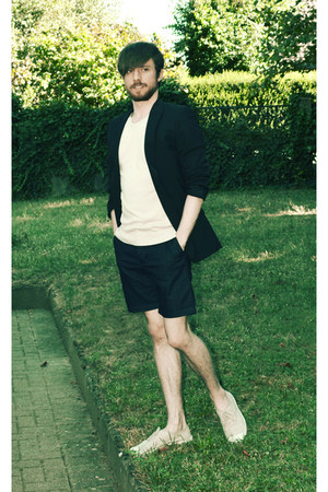 black blazer - beige tennis Bensimon shoes - navy Zara shorts