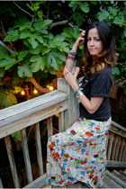 black vintage t-shirt - red Maeve skirt