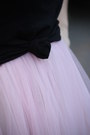 Black-chain-strap-bag-light-pink-tulle-zara-dress