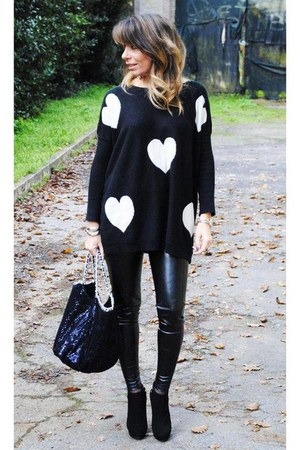 black oversized unknown sweater