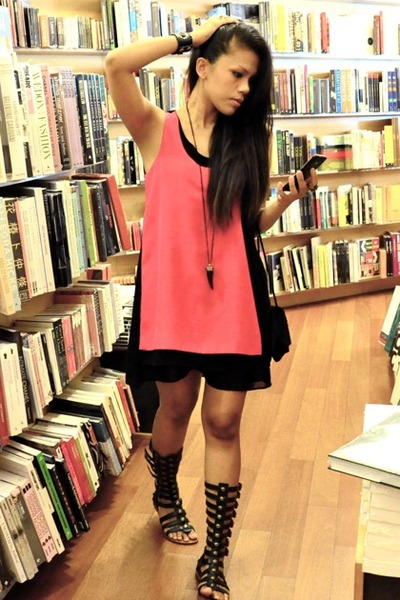 black gladiator City beach sandals - hot pink flea market dress