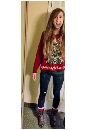 red christmas sweater - dark brown boots - dark gray acid wash leggings