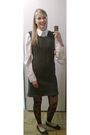 Gray-lana-grossa-model-dress-white-quelle-blouse-black-big-w-shoes-black-s