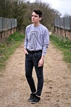H&M jeans - XU sweatshirt - Burton sneakers