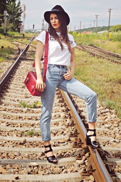 light blue high waisted Bershka jeans - black Front Row Shop hat - red Zara bag
