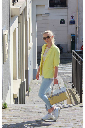 Zara jeans - Guess bag - Guess sunglasses - nike sneakers