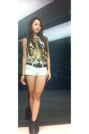 white H&M shorts