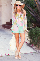 aquamarine HAUTE & REBELLIOUS shorts - light pink HAUTE & REBELLIOUS blouse
