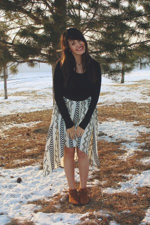 white tribal Lulus skirt - black cotton Kingdom and State shirt