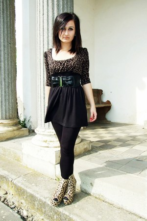 black Amisu dress - black randome brand leggings - yellow Aldo wedges