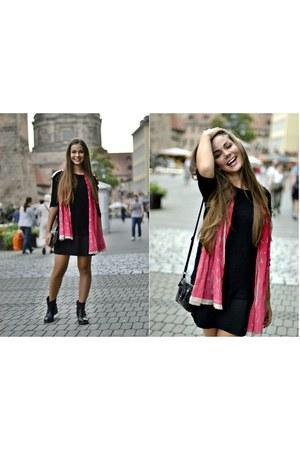 pink emporio armani scarf - black dress Zara dress