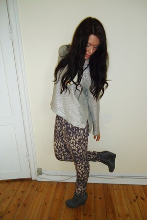 silver H&amp;M sweater - heather gray H&amp;M pants