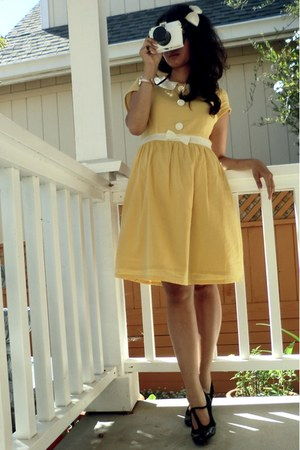 black t-strap shoes Hillard and Hanson heels - yellow cotton Tulle dress