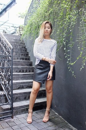 white cotton Zara top - pleather hello parry skirt