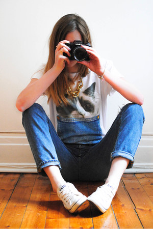 white Misterdressup t-shirt - blue Gap jeans - white Converse sneakers