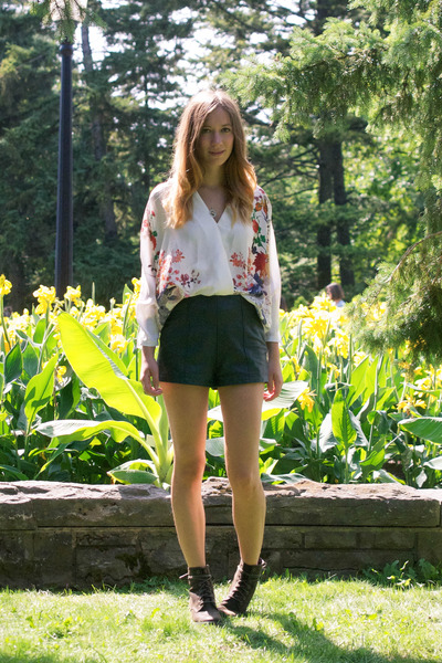 white Persun Mall blouse - army green Call it Spring boots