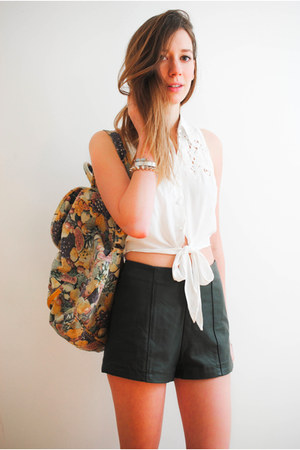 light yellow vintage bag - dark green leather Forever21 shorts