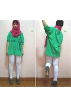 green t-shirt - gray ankle boots - white leggings - pink scarf