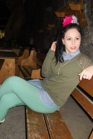 Bijou Brigitte hair accessory - Ugg boots - Pale green jeans - denim shirt
