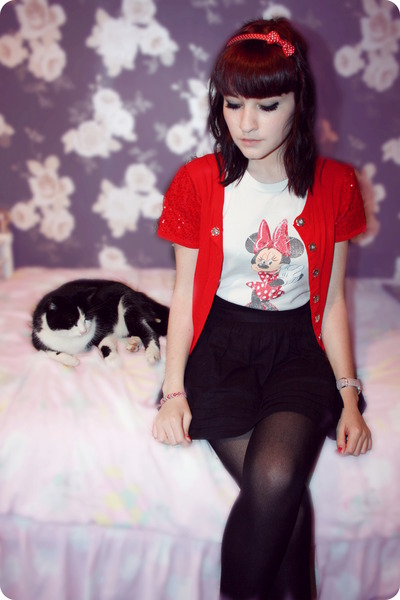 red cardigan Giles Deacon  New Look - white minnie mouse Disney t-shirt