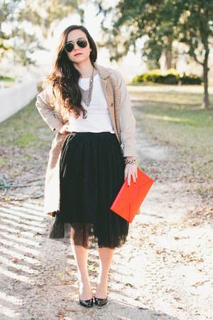 black tulle skirt skirt - red clutch Angela & Roi bag - white tee JCrew t-shirt