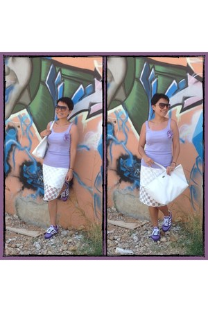 white Koton skirt - white Lacoste bag - violet néo Adidas sneakers