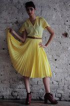 yellow pleated midi DollsMaison dress - brick red Aldo boots