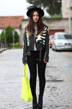 black UNIF jacket - black asos leggings - yellow pull&bear bag