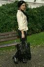 Beige-exclusive-blazer-black-kenvelo-jeans-beige-vintage-belt-black-kenvel